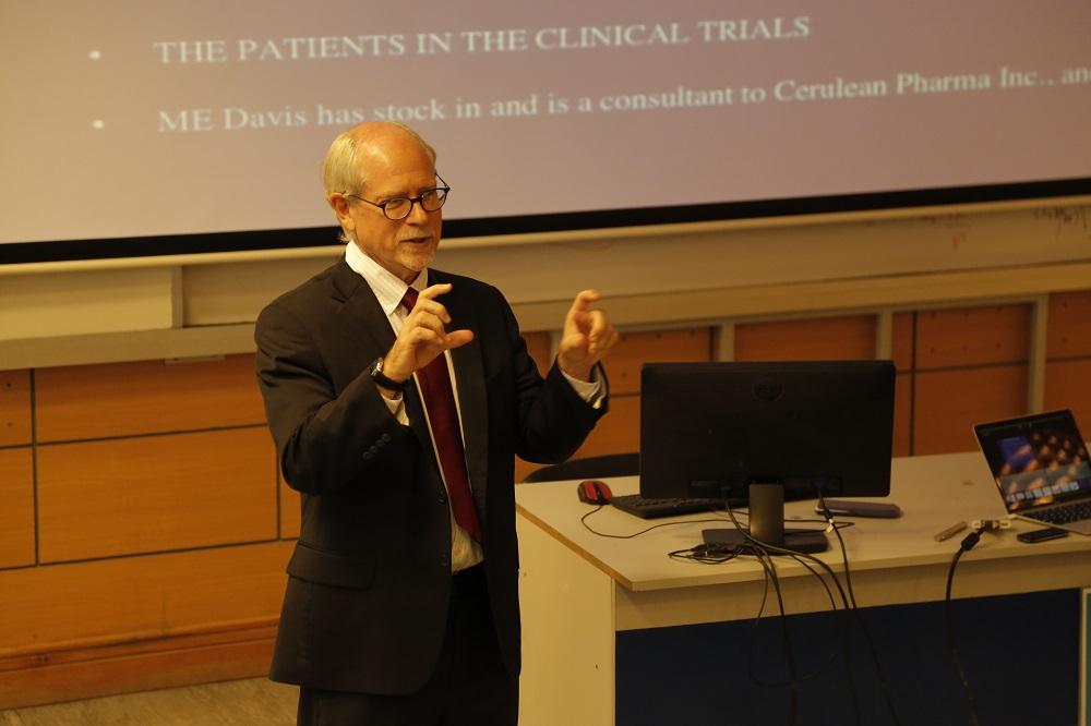 أستاذ دكتور مارك دافيس يتحدث عن استخدام تقنيات النانو في علاج السرطان